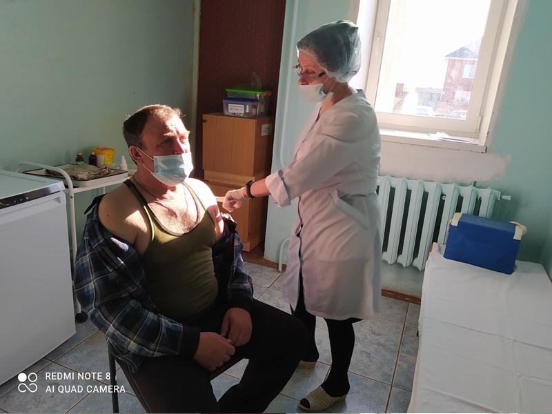 Прививки от коронавируса поставили 800 человек