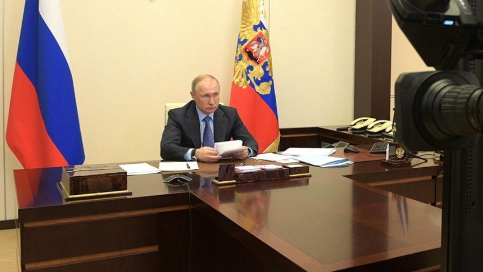 «Важно не повторить введение ограничений»: Владимир Путин провел совещание по ситуации с COVID-19 в стране