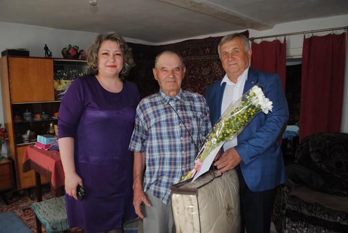 В 90 лет - бодр и жизнерадостен!