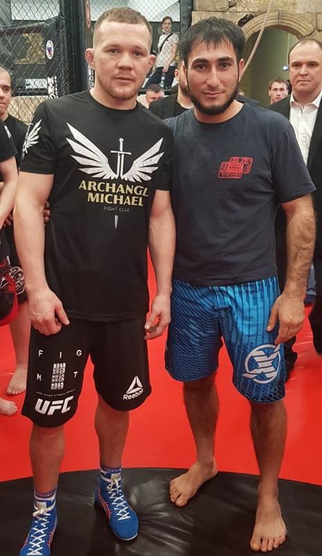 Борцы побывали на встрече с чемпионом UFC Петром Яном