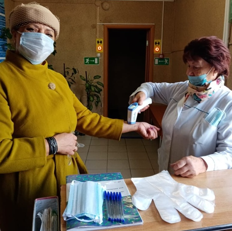Елена Хвостик, председатель женсовета, директор Дома детского творчества: «Мы всё делаем вместе! И голосовать решили в один день»