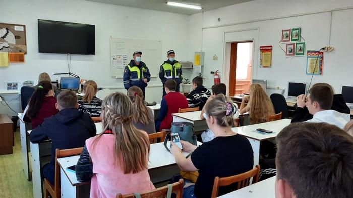 Октябрьские полицейские провели для студентов лекцию о соблюдении Правил дорожного движения