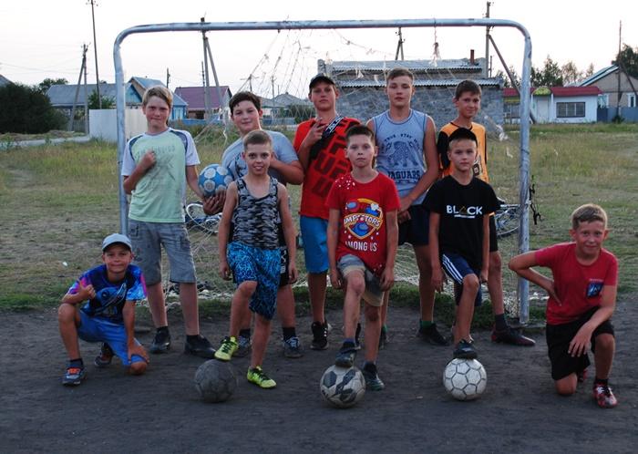 Все лето - с футбольным мячом!